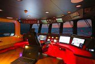 Bering-Yachts-B65-Puente-de-mando