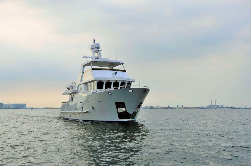 Bering-Yachts-B65-exterior