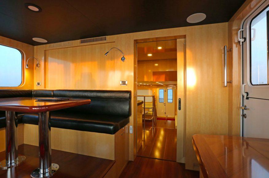 Bering-Yachts-B65-sala