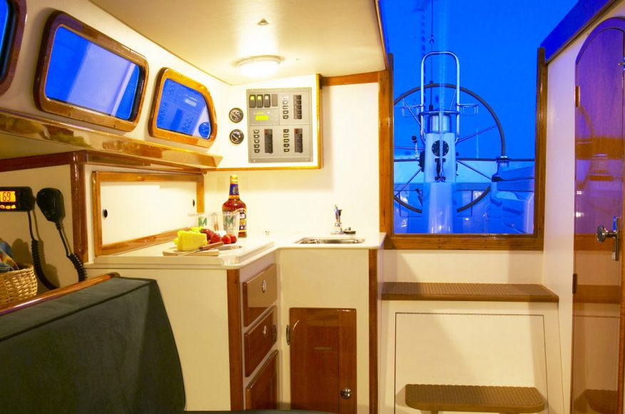 Morris-Yacht-M36-interior