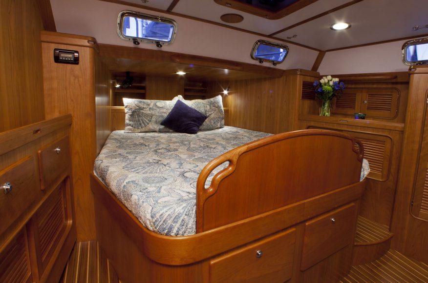 Passport-Yacht-545-Camarote-principal