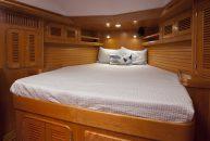 Passport-Yacht-545-camarote-armador