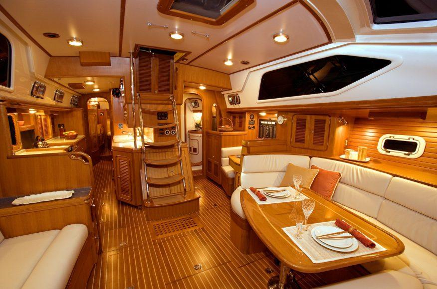 Passport-Yacht-545-salon-2
