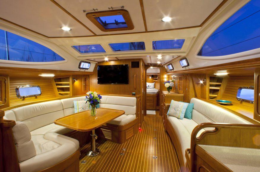 Passport-Yacht-545-salon